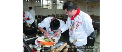 推荐学厨师什么学校好长沙新东方烹饪学院育人治学有三界
