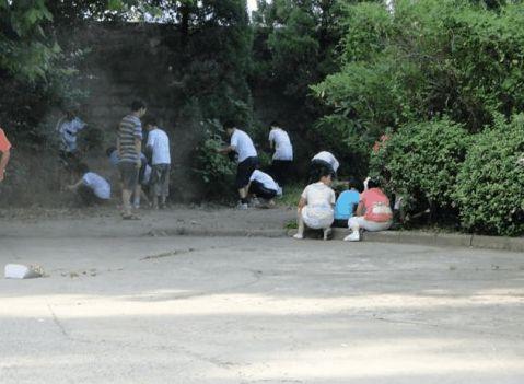 我校开展清洁校园卫生大扫除活动